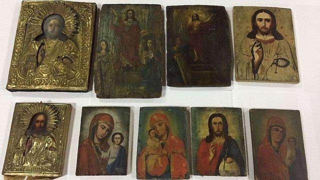 На державному кордоні у Раві-Руській вилучили 9 старовинних ікон