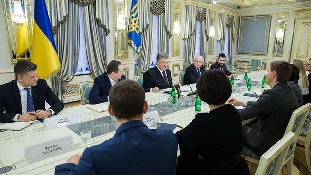 Петро Порошенко підписав закон, який дозволяє укладати електронні контракти