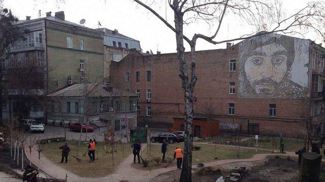 У Києві суд повернув у комунальну власність сквер Небесної сотні