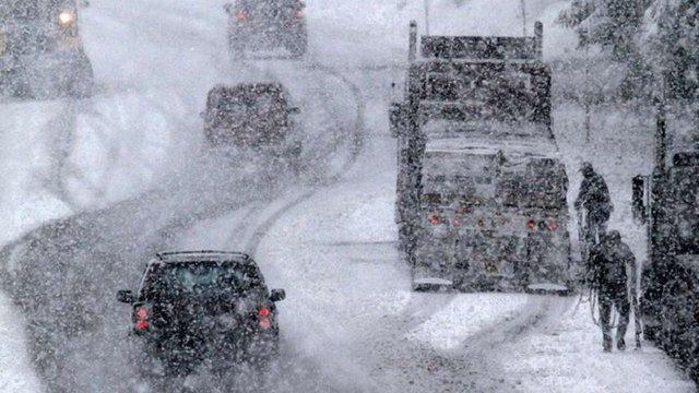 Через снігопади «Укравтодор» обмежив рух транспорту в чотирьох областях
