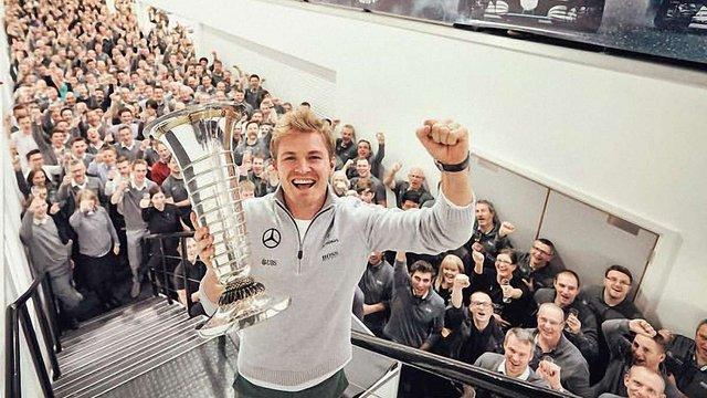 Німецький гонщик завершив кар'єру після першого титулу чемпіона у «Формулі-1»