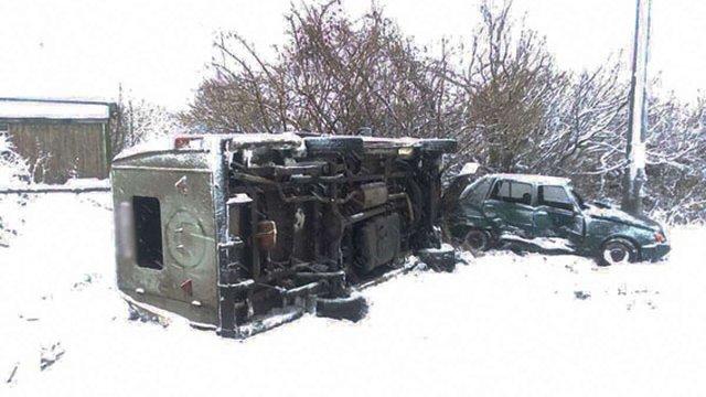 На Чернігівщині через ДТП перекинувся автобус із школярами, є поранені