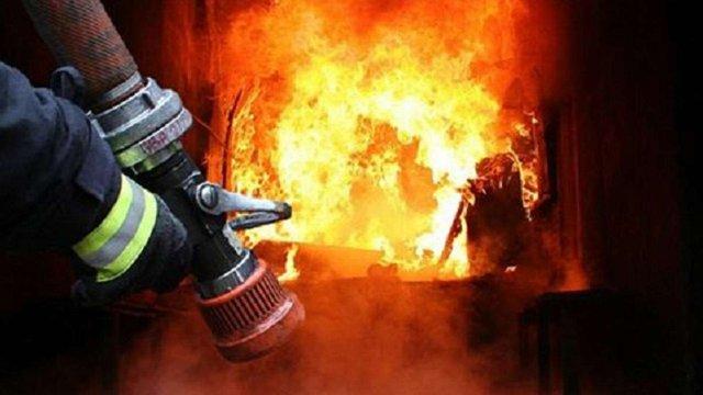 В Кам'янка-Бузькому районі вогнеборці врятували від вогню дві будівлі