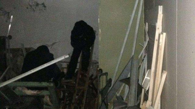 У Львові патрульні затримали осіб, які незаконно проникли до підвалу інституту