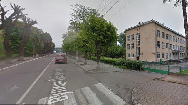 У львівській мерії перевіряють інформацію про побиття учня директором школи №73