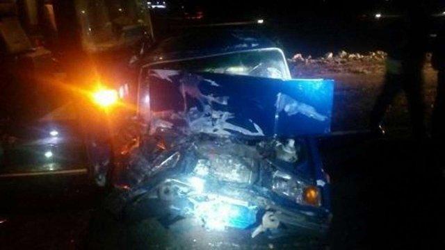 Внаслідок лобового зіткнення легковика й автобуса під Львовом постраждали двоє людей