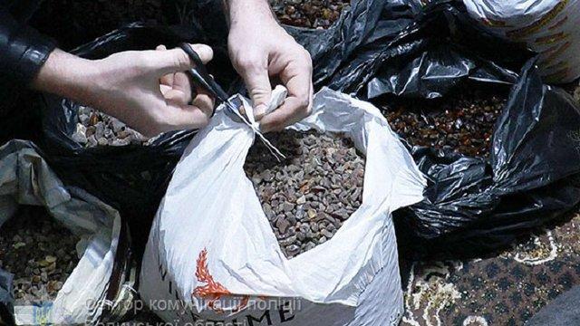 У мешканця Луцька поліцейські вилучили 100 кг бурштину