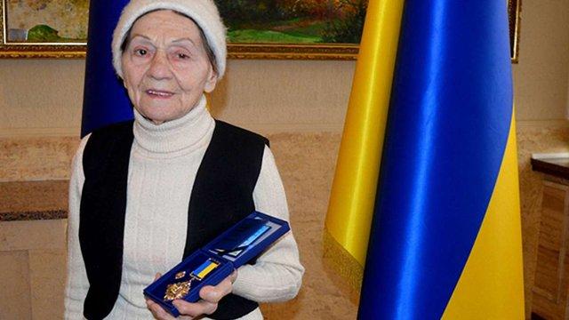 На Закарпатті 90-річна волонтерка отримала нагороду за допомогу бійцям АТО