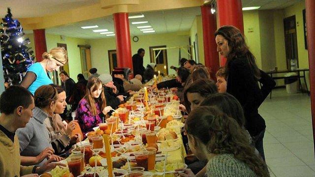 На Святвечір студенти УКУ організують благодійну вечерю для 800 людей