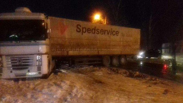 Вантажівка перекрила рух на вул. Курмановича у Львові