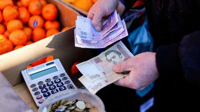 Річна інфляція в Україні сповільнилася до 12,1%