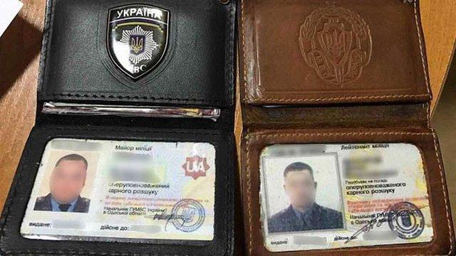 В Одесі УВБ затримало на хабарі від переселенки колишніх та діючих правоохоронців