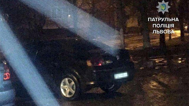 Львівські патрульні знайшли викрадений автомобіль