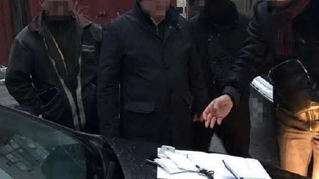 У Києві затримали на хабарі державного виконавця