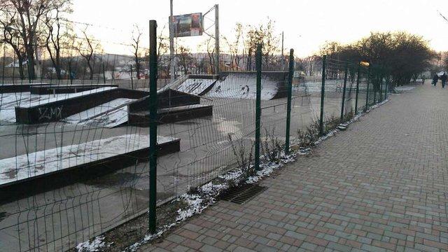 На вул. Богдана Хмельницького вандали знищили скейт-парк