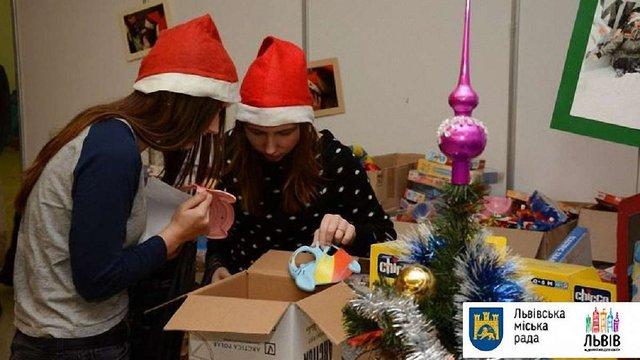 Фабрика Святого Миколая просить львівських водіїв допомогти розвезти подарунки дітям