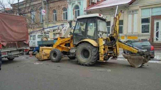 У Дніпрі трактор, в якого відмовили гальма, протаранив 10 автомобілів: є постраждалі