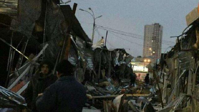 Невідомі вночі розгромили кіоски на ринку в Києві