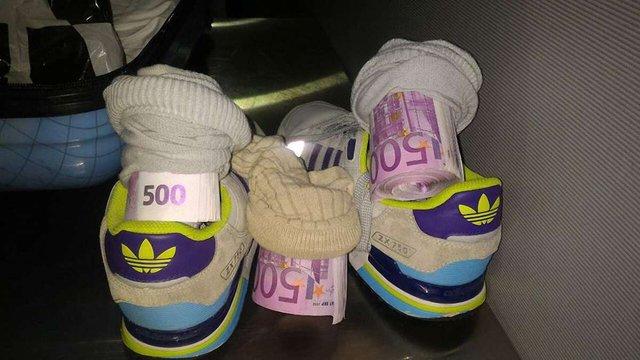 Українець намагався вивезти до Італії €182 тис. в шкарпетках