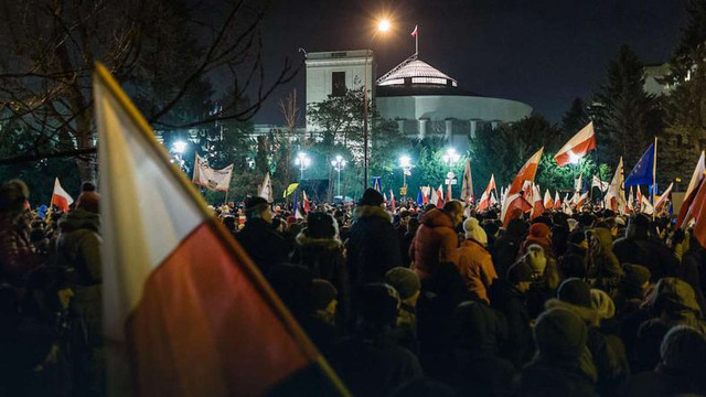 У Польщі учасники антиурядових протестів блокували будівлю Сейму