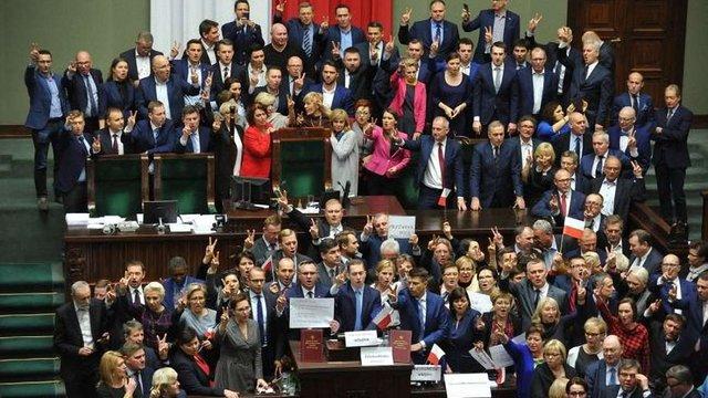 Через кризу у Сеймі польська опозиція не виключає можливості дострокових виборів