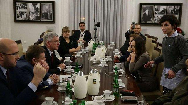 Уряд Польщі зустрінеться з журналістами для переговорів