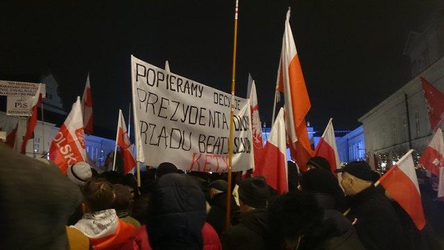 Прихильники польської влади вийшли на великий мітинг проти опозиції