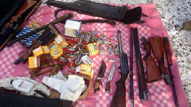 На блокпосту у Мар'їнці затримали чоловіка, який віз зброю до Києва