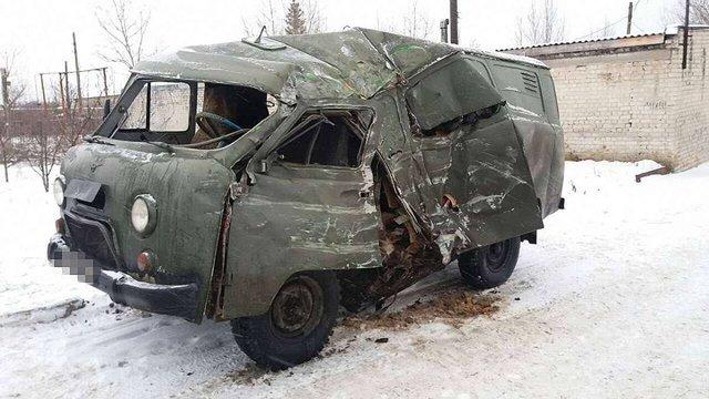 На Луганщині автобус зіткнувся з військовим авто, є постраждалі