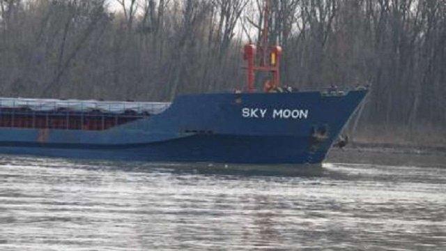 Прокурори оголосили підозру капітану судна «Sky Moon», яке заходило в порти анексованого Криму
