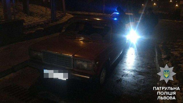 Львівські патрульні знайшли п'яним водія, який залишив авто на місці ДТП