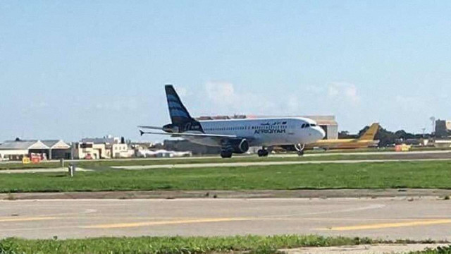 Викрадачі лівійського літака відпустили частину заручників