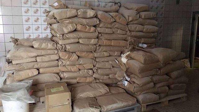 У Харкові зупинили виробництво харчового фальсифікату, з якого виготовляли солодощі