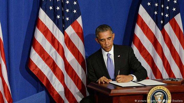 Президент США підписав військовий бюджет з допомогою для України на $350 млн