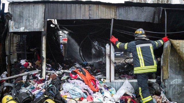 У Києві через пожежу на речовому ринку загинула жінка, - ДСНС