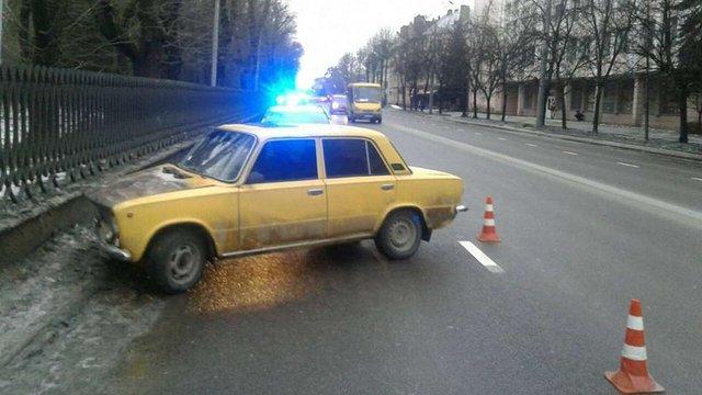 П'яний водій у Львові вчинив ДТП, в якій сам травмувався, і пішки намагався втекти