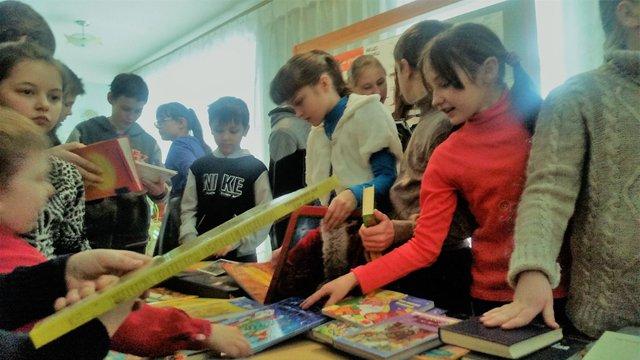 Українські військові організували збір книг для шкільних бібліотек Луганщини