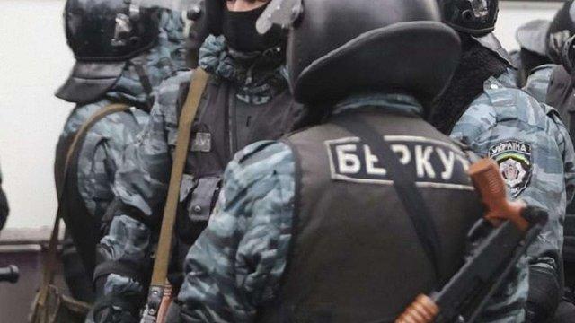 Командиру взводу спецпризначенців поліції повідомили про підозру за переслідування майданівців