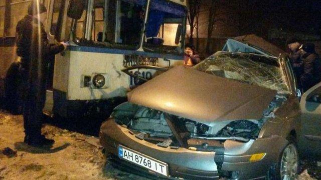 У Маріуполі поліцейський на авто врізався у тролейбус, одна людина загинула
