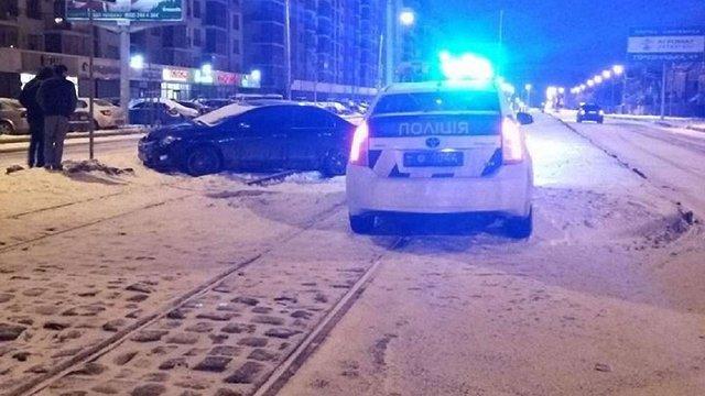 У Львові водій напідпитку, втікаючи від поліції, скоїв ДТП
