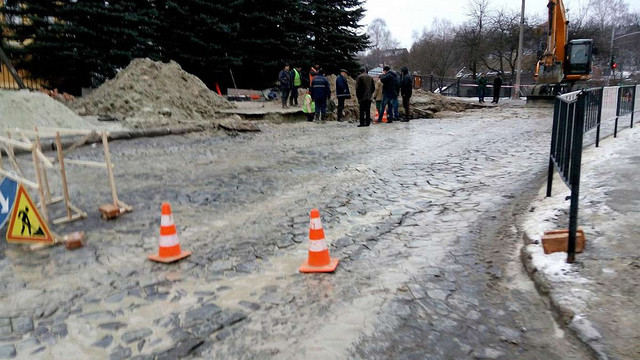 Через ремонт аварійного колектора вул. Богданівську до березня закрили для проїзду