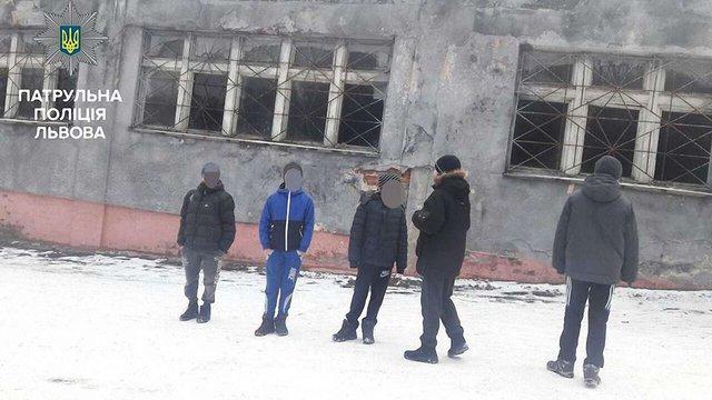 Двоє 10-річних школярів піднялися на 50-метрову вишку у Львові