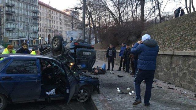 У центрі Києва сталася масштабна ДТП, дві особи у важкому стані