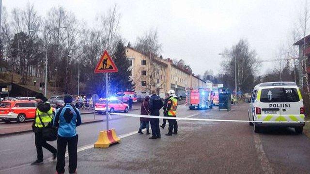 У Гельсінкі автомобіль в'їхав у натовп людей біля станції метро, є травмовані
