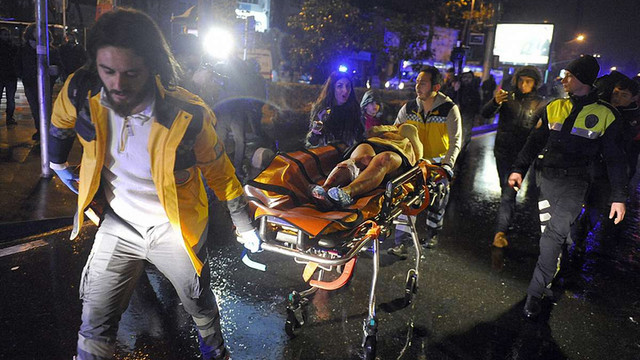 У нічному клубі Стамбула нападник в костюмі Санта-Клауса розстріляв 39 і поранив 69 людей