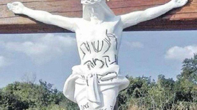 В Умані вандали спаплюжили дерев'яний хрест з розп'яттям
