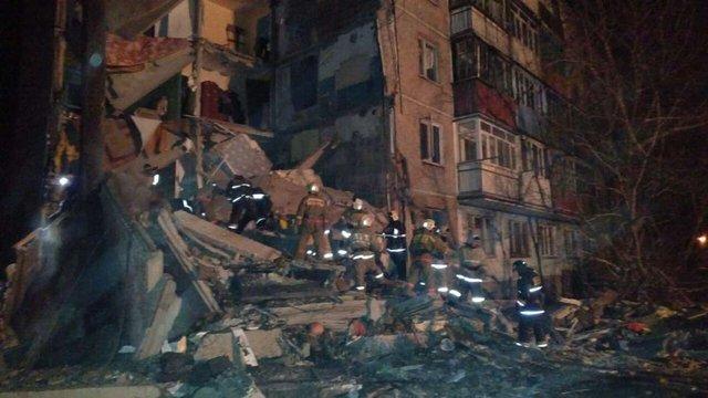 У Казахстані обвалився під'їзд багатоповерхівки, щонайменше 9 осіб загинули