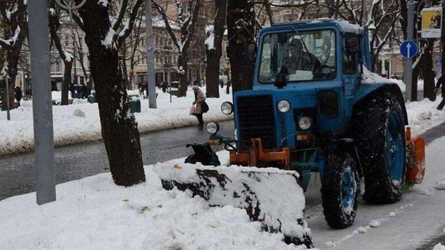 Зранку вулиці Львова розчищали 54 спецмашини