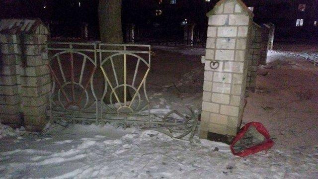 У Львові затримали зловмисників, які демонтували огорожу дитсадка