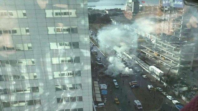У турецькому Ізмірі вибухнула замінована автівка